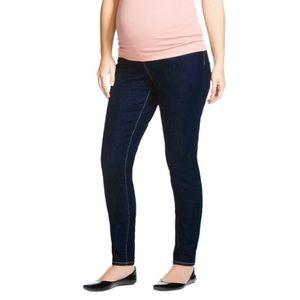 Maternity skinny jeans by Liz Lange. Size Medium
